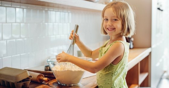 How Kids Who Love to Cook Can Make Money: Are you a kid who loves to cook? Here are 9+ ways you can make money from your passion.