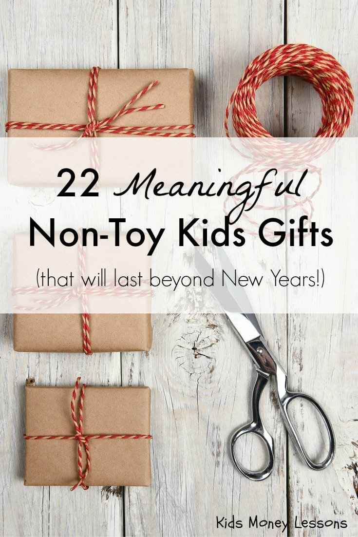 22 Meaningful Non-Toy Kids Gifts: Turn the focus of the holidays away from stuff and more to the spirit of the season. A list of gifts that encourages family time, generosity, and creativity.