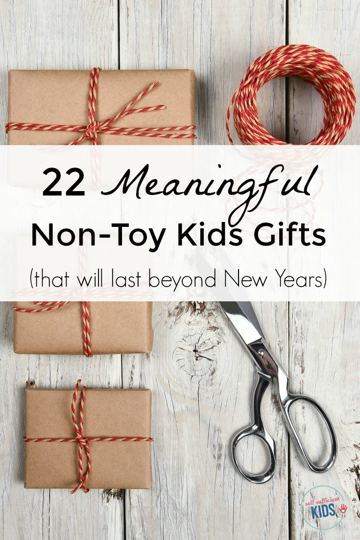 22 Meaningful Non-Toy Kids Gifts: Turn the focus of the holidays away from stuff and more on the spirit of the season. A list of gifts that encourages family time, generosity, and creativity.