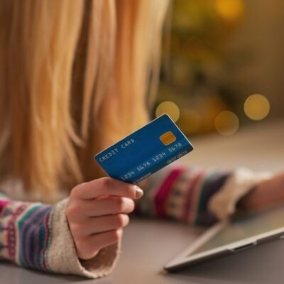 Everything you needs to know about giving teens a credit cards